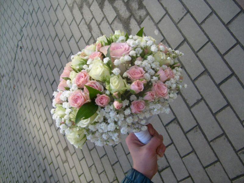 Buchet Mireasa Tross Alb Si Roz Floraria Alcevaro Din Pitesti